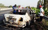 Xe Mercedes bốc cháy, tài xế tung cửa tháo chạy