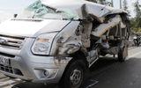 Xe container đâm trúng xe ô tô đám cưới, 2 người thiệt mạng