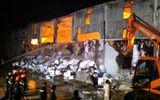 Xưởng sản xuất giấy rộng hàng nghìn m2 bốc cháy dữ dội lan cả sang nhà dân