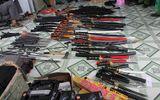 """Phát hiện """"kho"""" vũ khí trong nhà nghi can chứa ma túy"""