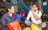 Phạm Hương rơi lệ trước câu chuyện của những hộ nghèo bãi giữa sông Hồng