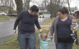 Người đàn ông chuyển giới sinh con thay vợ