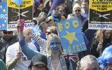 Hàng chục nghìn người dân biểu tình phản đối Brexit ở London