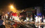 Gần trăm lính cứu hỏa căng mình dập lửa tại xưởng sản xuất bao bì ở Sài Gòn