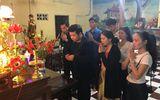 Quang Lê đưa học trò thăm mộ các nghệ sĩ lão thành lúc nửa đêm