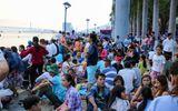 Hàng hàng nghìn lượt khách đổ về Đà Nẵng ngắm lễ hội pháo hoa