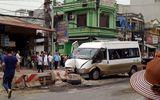 Xe khách mất lái đâm vào dải phân cách, nhiều hành khách bị thương