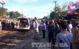 Trước khi gây tai nạn, xe tải tông trạm thu phí rồi bỏ trốn