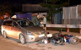 """""""Ông Tây"""" tông liên hoàn 3 xe máy, 2 người bị thương"""