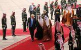 Tổng thống Mỹ Donald Trump đến Arab Saudi sau chuyến bay đêm không ngủ