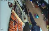 Truy tìm tên cướp dùng súng giả đi cướp tiệm làm móng