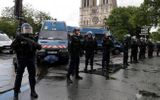 Pháp: Nghi phạm IS dùng búa tấn công cảnh sát bên ngoài Nhà thờ Đức Bà Paris