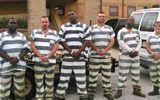 Quản giáo bất tỉnh, thay vì bỏ trốn 6 tù nhân Mỹ đã có hành động bất ngờ