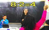 """Phép toán """"8:2=4"""" và câu chuyện về cậu học sinh mới chuyển đến"""