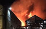 Rạng sáng, khu chợ 1.000 cửa hàng ở London chìm trong biển lửa
