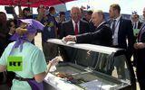 Tổng thống Putin mua kem chiêu đãi các thành viên chính phủ