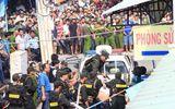Hàng chục cảnh sát giải cứu người vợ bị chồng khống chế, ôm bình gas dọa đốt