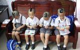 Bất ngờ với cuộc sống hiện tại của 4 cậu bé sinh tư nổi tiếng từng cắt tóc đánh số để dễ phân biệt