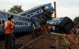 Tàu hỏa lao khỏi đường ray, 146 người thương vong