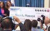 Chủ nhân giải độc đắc 759 triệu USD bỏ việc ngay khi biết tin trúng thưởng