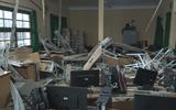 Sập sàn phòng học,10 học sinh rơi từ tầng 1 xuống tầng trệt