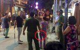 """Cảnh sát nổ súng khống chế nam thanh niên """"múa"""" dao ở Sài Gòn"""