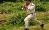 Sĩ quan Ấn Độ dũng cảm vác bom chạy bộ 1km để cứu 400 học sinh