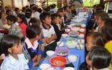 Hơn 100 học sinh có dấu hiệu ngộ độc sau bữa ăn ngày khai giảng