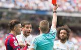 Chỉ sau 3 trận đấu, Real nhận thẻ đỏ bằng Barca chơi hai mùa