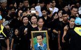 Người Thái xếp hàng dài 2 km viếng Vua Bhumibol trước lễ hỏa táng