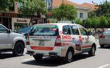 Lãnh đạo taxi Vinasun lên tiếng việc tài xế dán decal phản đối Uber,Grab