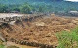 Video: Nước lũ cuồn cuộn đổ về Yên Bái, 4 người mất tích, 200 ngôi nhà ngập sâu