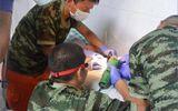 Lính cứu hỏa toát mồ hôi khi dùng máy cắt cờ lê giải cứu cậu nhỏ của người đàn ông