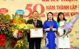 Bệnh viện E vinh dự nhận Cờ thi đua của Chính phủ trong lễ kỷ niệm 50 năm ngày thành lập