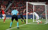 """""""Người gác đền"""" mắc lỗi giúp MU toàn thắng ở Champions League"""