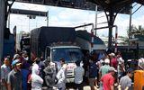 CSGT làm việc với khoảng 20 tài xế dùng tiền lẻ qua trạm BOT Biên Hòa