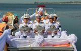 Thái Lan thả tro gỗ đàn hương xuống sông, tưởng nhớ cố vương Bhumibol Adulyadej