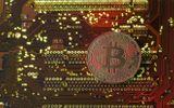 """Bitcoin cán mốc 6.400 USD sau khi được """"mở đường"""" vào phố Wall"""