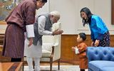 """Đến thăm Ấn Độ, Hoàng tử bé Bhutan """"đốn tim"""" cư dân mạng"""