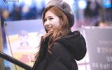 """Sana (TWICE) đẹp đến """"nín thở"""" dù khoác áo phao to sụ"""