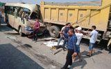 Hà Nội: Xe khách húc đuôi xe tải, tài xế tử vong tại chỗ