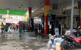 Sài Gòn: Cây xăng bốc khói ngùn ngụt, cả khu phố hốt hoảng