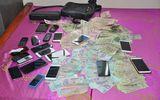 Hàng chục cảnh sát vây sới bạc bắt 18 người, thu giữ gần 200 triệu đồng