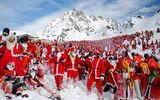 Thụy Sĩ: Hơn 2.000 ông già Noel chơi trượt tuyết vui vẻ ở dãy Alps