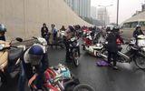 Nguyên nhân hàng chục xe máy ngã la liệt dưới hầm chui Kim Liên