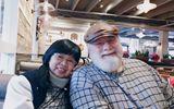 Xúc động chuyện mẹ đơn thân 60 tuổi tìm thấy hạnh phúc bên người đàn ông Mỹ