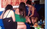 9 nữ tiếp viên múa khỏa thân,