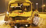 Ô tô khách tông xe container, 2 người bị thương