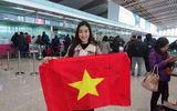 Video: Hoa hậu Đỗ Mỹ Linh vui mừng khi xin chữ ký thủ môn Bùi Tiến Dũng
