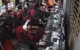 Clip: Thanh niên bị trộm iPhone ngay trước mặt